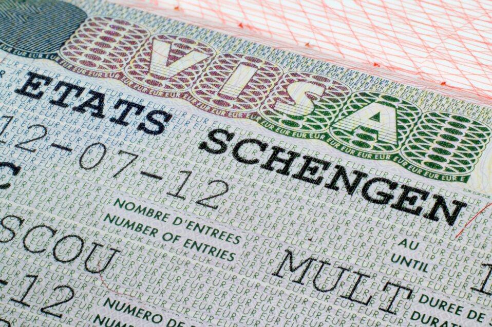 """Visa Schengen - """"Tấm vé vàng"""" đầy quyền lực"""